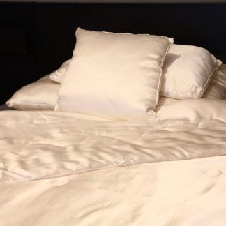 Poduszki jedwabne w poszyciu jedwabnym
